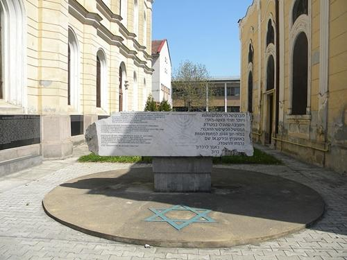 monument holocaust